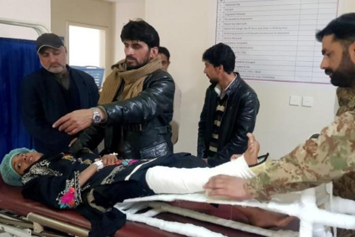 Samina được chữa trị tại bệnh viện ở Muzaffarabad