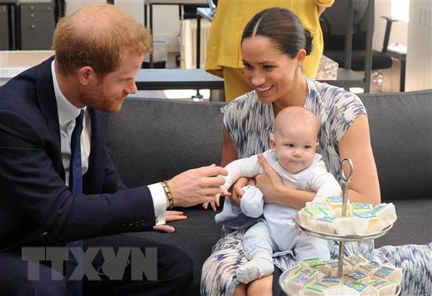 Vợ chồng Hoàng tử Harry chính thức trở thành thường dân - Ảnh 1.
