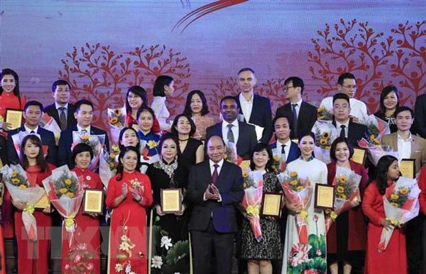 Thủ tướng Nguyễn Xuân Phúc nhắn tin ủng hộ người nghèo - Ảnh 2.