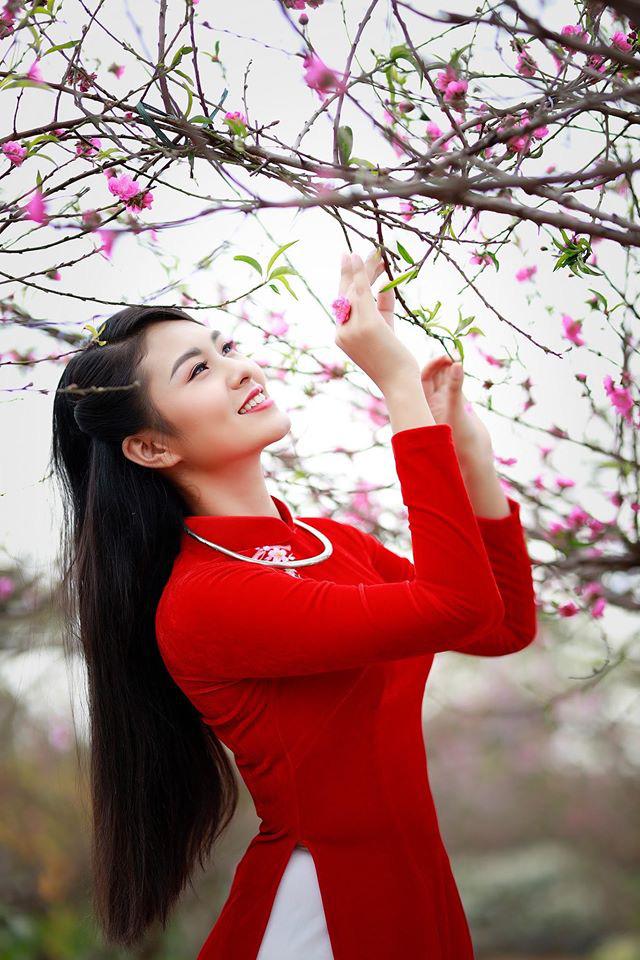 Dàn mỹ nhân Miss Photo diện áo dài đỏ rực đón Tết Canh Tý - Ảnh 3.