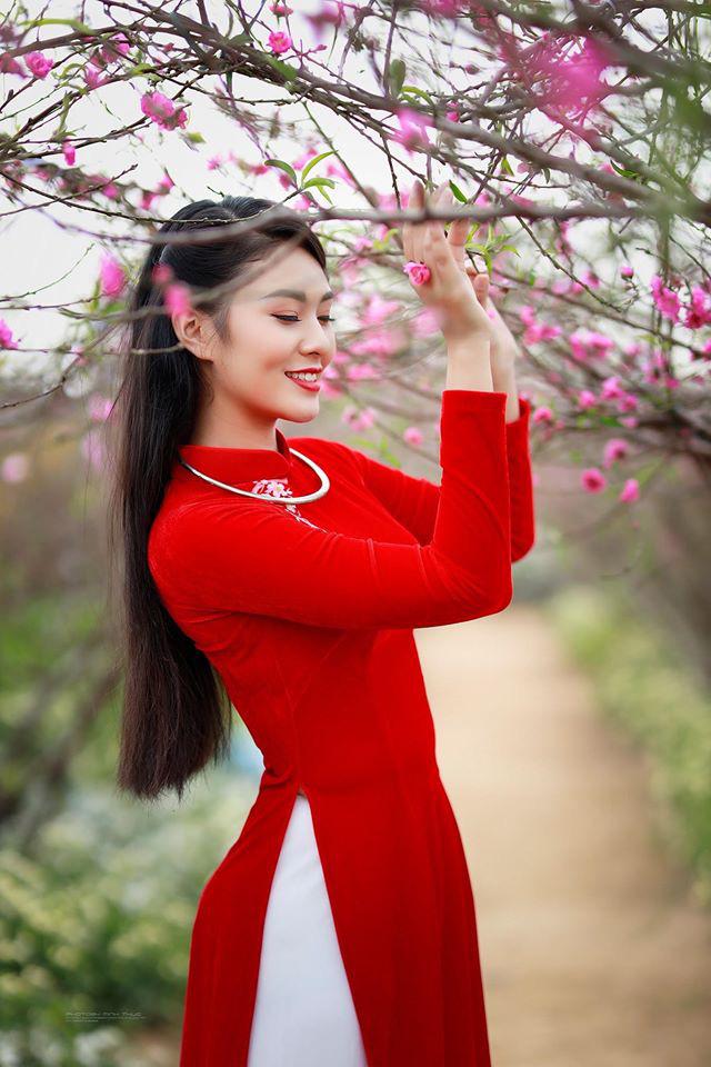 Dàn mỹ nhân Miss Photo diện áo dài đỏ rực đón Tết Canh Tý - Ảnh 4.