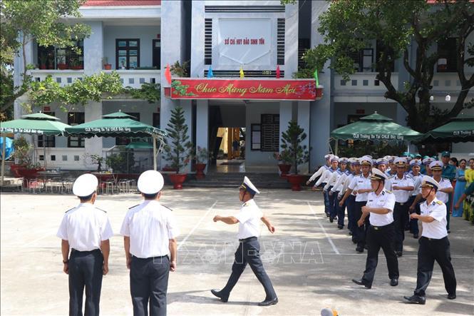 Linh thiêng lễ chào cờ sáng mùng 1 Tết tại quần đảo Trường Sa - Ảnh 1.