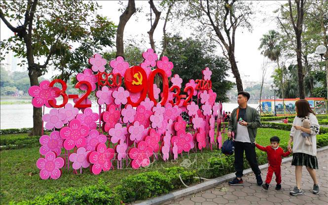 Hà Nội rực rỡ cờ hoa mừng Đảng, mừng Xuân Canh Tý - Ảnh 6.