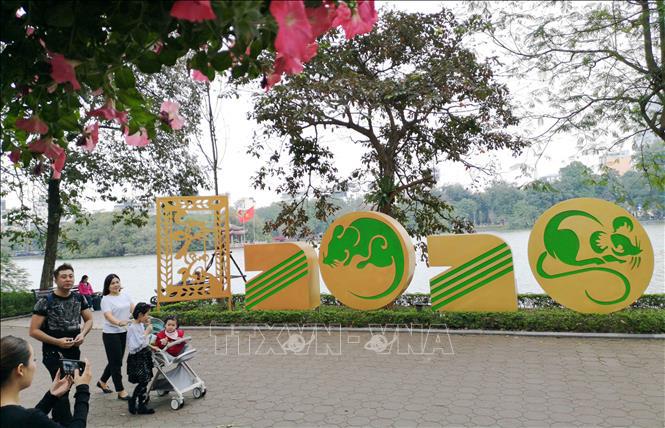 Hà Nội rực rỡ cờ hoa mừng Đảng, mừng Xuân Canh Tý - Ảnh 7.