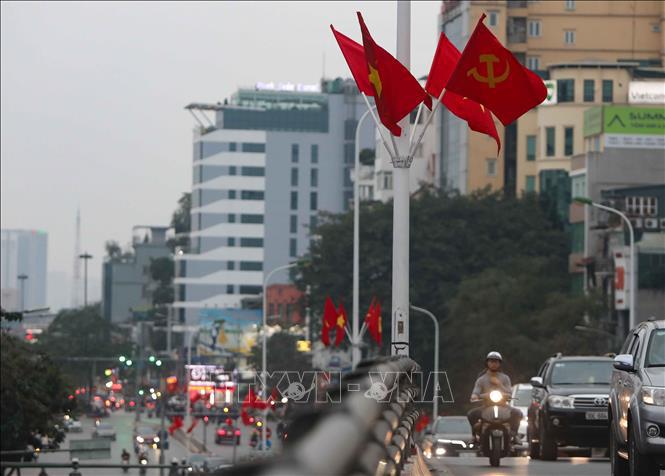 Hà Nội rực rỡ cờ hoa mừng Đảng, mừng Xuân Canh Tý - Ảnh 2.