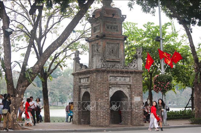 Hà Nội rực rỡ cờ hoa mừng Đảng, mừng Xuân Canh Tý - Ảnh 3.