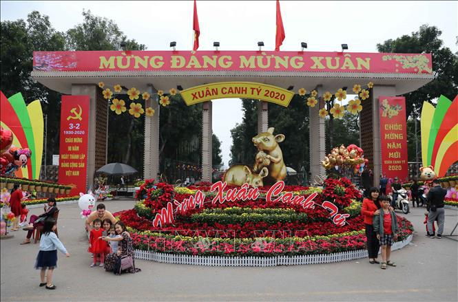 Hà Nội rực rỡ cờ hoa mừng Đảng, mừng Xuân Canh Tý - Ảnh 8.