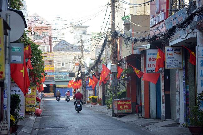 Hà Nội, TPHCM thanh vắng sáng mùng một Tết - Ảnh 17.