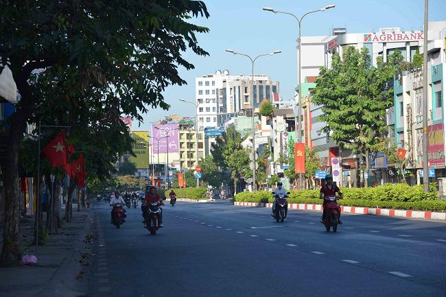 Hà Nội, TPHCM thanh vắng sáng mùng một Tết - Ảnh 9.