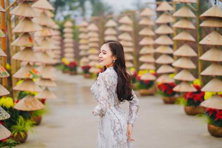 Ngắm những bộ ảnh áo dài đẹp lung linh trong 3 lễ hội hoa lớn nhất Tết Canh Tý - Ảnh 4.
