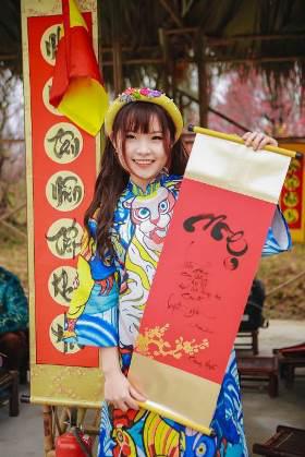 Ngắm những bộ ảnh áo dài đẹp lung linh trong 3 lễ hội hoa lớn nhất Tết Canh Tý - Ảnh 9.