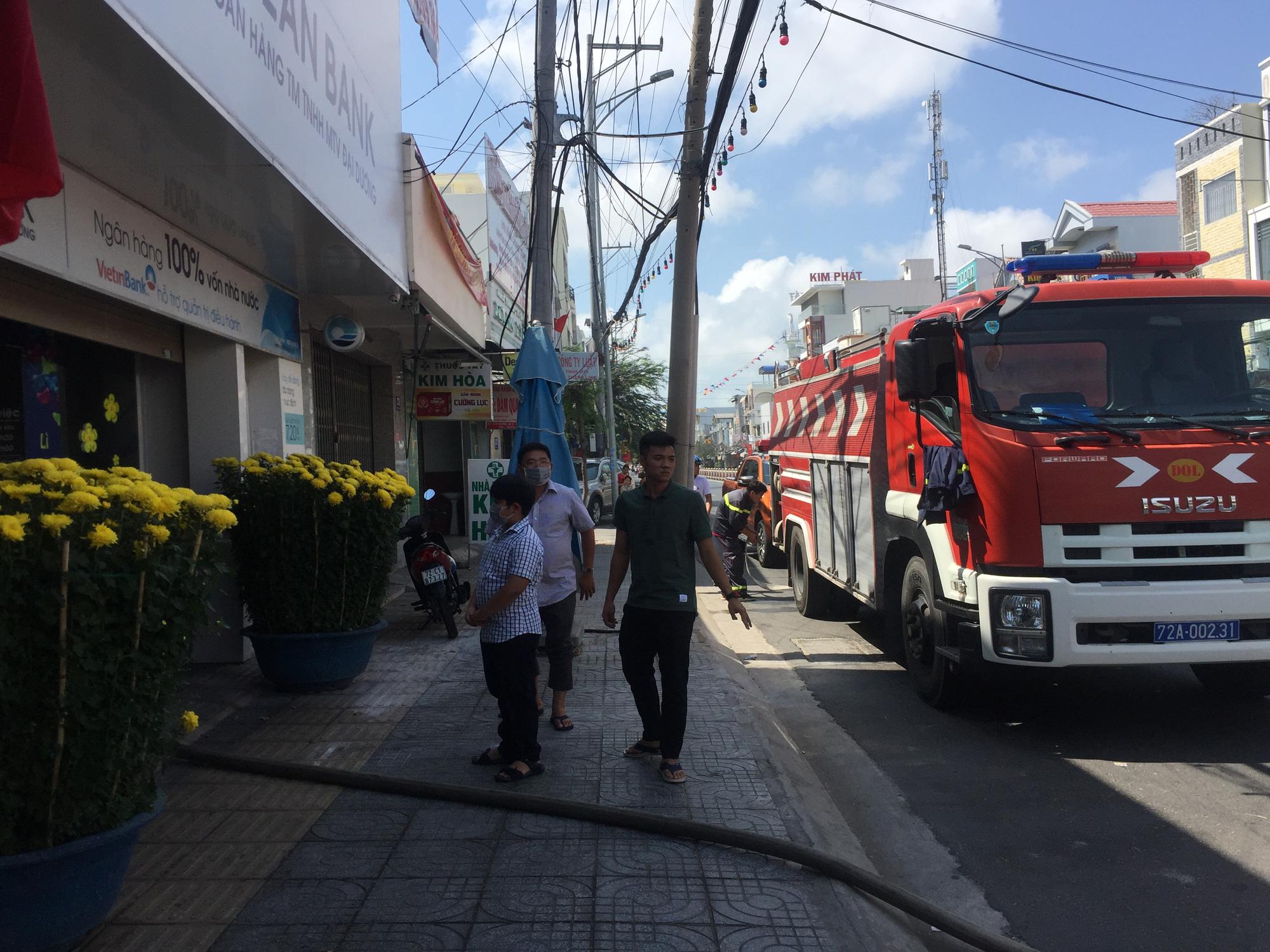 TP Vũng Tàu: Cháy tại chi nhánh ngân hàng Ocean Bank trưa mùng 3 Tết - Ảnh 2.
