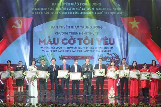 Trao giải Cuộc thi tìm hiểu 90 năm lịch sử vẻ vang của Đảng - Ảnh 1.