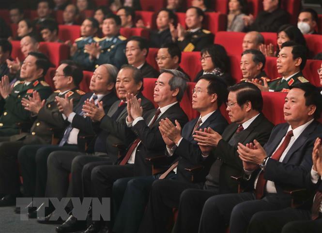 Trao giải Cuộc thi tìm hiểu 90 năm lịch sử vẻ vang của Đảng - Ảnh 2.