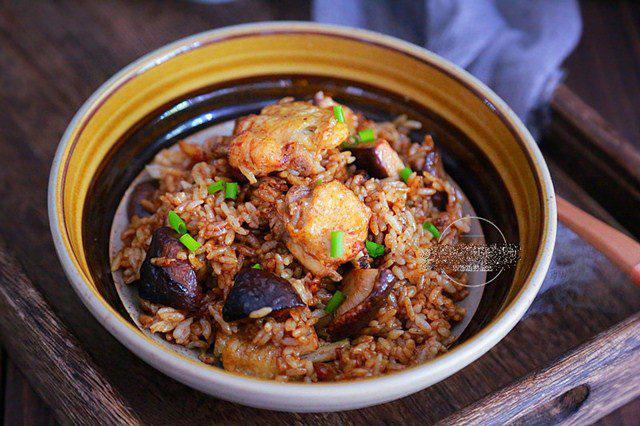 """Đổ cả gà lẫn gạo vào nồi cơm điện, sáng ra có món ngon """"thần thánh"""", cả nhà tấm tắc - Ảnh 1."""