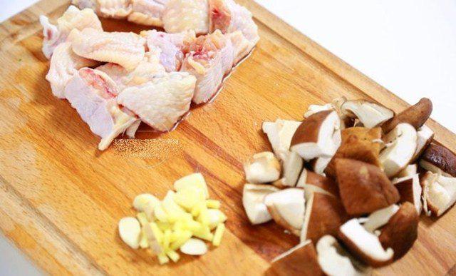 """Đổ cả gà lẫn gạo vào nồi cơm điện, sáng ra có món ngon """"thần thánh"""", cả nhà tấm tắc - Ảnh 3."""