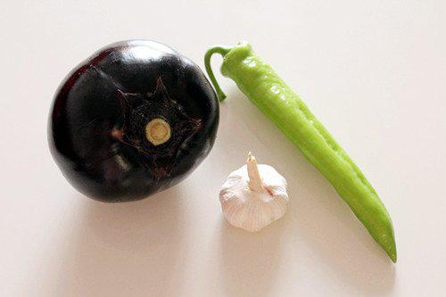 Cà tím chiên giòn sốt chua ngọt khiến cả nhà thích mê - Ảnh 1.