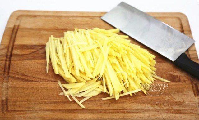 10 phút có ngay bánh trứng khoai tây vừa đẹp mắt lại bổ dưỡng cho con - Ảnh 3.