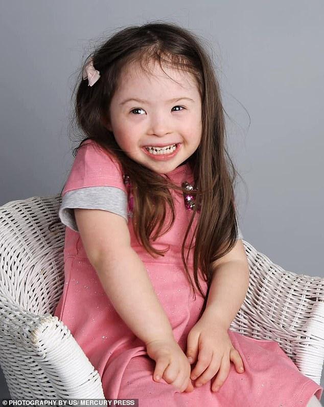 Cô bé 4 tuổi mắc bệnh Down trở thành người mẫu nhí - Ảnh 1.