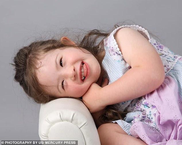 Cô bé 4 tuổi mắc bệnh Down trở thành người mẫu nhí - Ảnh 8.