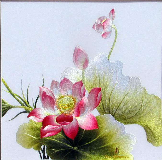 Quan khách đã chiêm ngưỡng những bức tranh thêu sống động mang hồn sông nước, lan tỏa sức sống của hoa lá, cỏ cây.