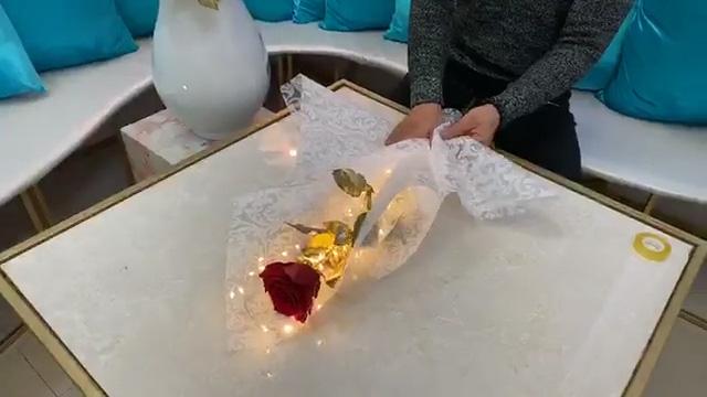 Nghệ nhân hướng dẫn làm bó hoa Valentine độc lạ, sáng lung linh trong suốt 2 ngày  - Ảnh 5.