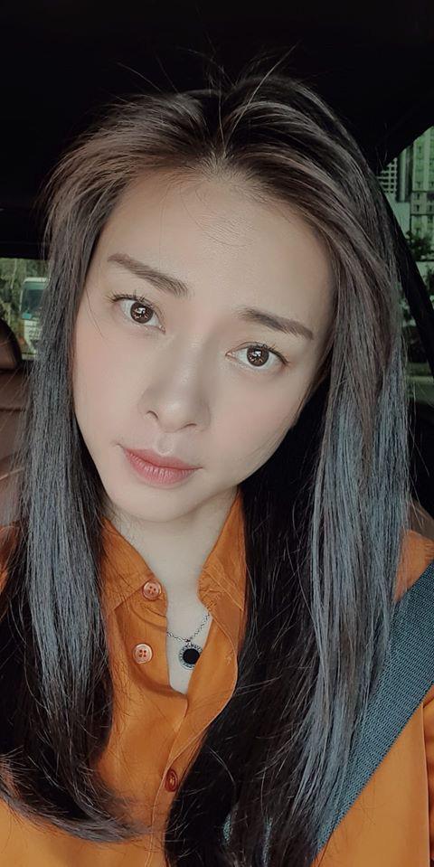 """Từ hai ngày trước, diễn viên, nhà sản xuất Ngô Thanh Vân đã than thở: """"Tự dưng cái app nó nhắc 2 ngày nữa Valentine! Cảm thấy có tí tủi thân vì vẫn chưa biết ai dắt mình đi ăn nữa""""."""