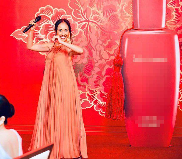 Học Đoan Trang diện váy lụa màu sắc, chị em sẽ luôn ngọt ngào và bay bổng - Ảnh 5.