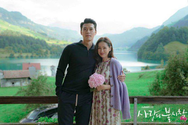 """Kết """"Hạ Cánh Nơi Anh"""" chưa được tiết lộ: Son Ye Jin lộ bụng bầu sắp sinh với Hyun Bin - Ảnh 4."""