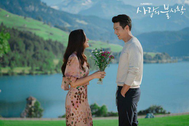 """Kết """"Hạ Cánh Nơi Anh"""" chưa được tiết lộ: Son Ye Jin lộ bụng bầu sắp sinh với Hyun Bin - Ảnh 9."""