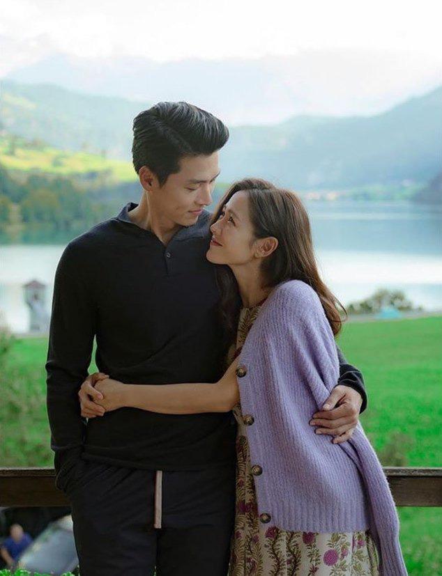 """Kết """"Hạ Cánh Nơi Anh"""" chưa được tiết lộ: Son Ye Jin lộ bụng bầu sắp sinh với Hyun Bin - Ảnh 2."""