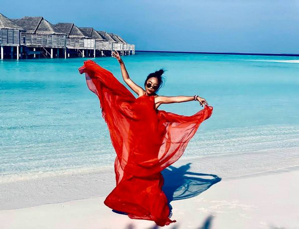 Học Đoan Trang diện váy lụa màu sắc, chị em sẽ luôn ngọt ngào và bay bổng - Ảnh 2.