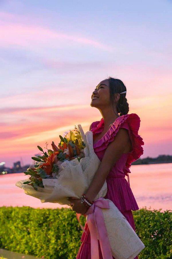 Học Đoan Trang diện váy lụa màu sắc, chị em sẽ luôn ngọt ngào và bay bổng - Ảnh 8.