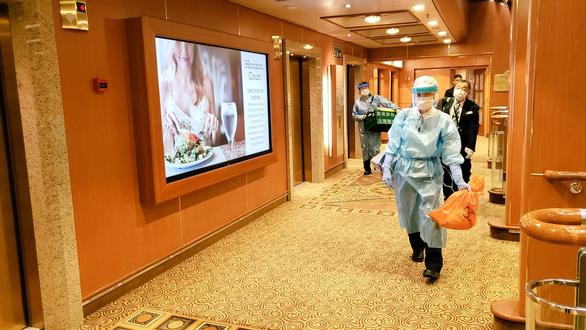 Các nhân viên y tế Nhật làm nhiệm vụ trên tàu Diamond Princess