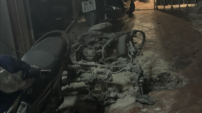 Chiếc xe máy đã bị Bình đốt trước khi sát hại em rể.