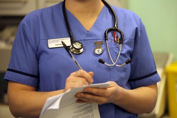 Anh: Nhân viên y tế có thể từ chối điều trị cho các đối tượng phân biệt chủng tộc hoặc giới tính - Ảnh 1.