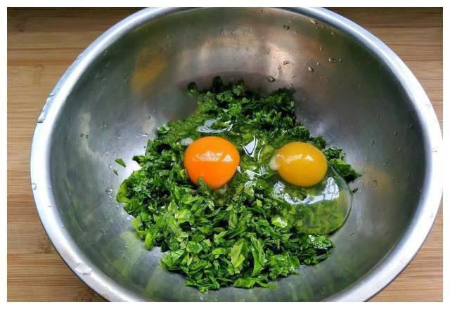 Cho loại lá này vào rán cùng trứng, có ngay bữa sáng ngon miệng lại giàu dinh dưỡng - Ảnh 2.