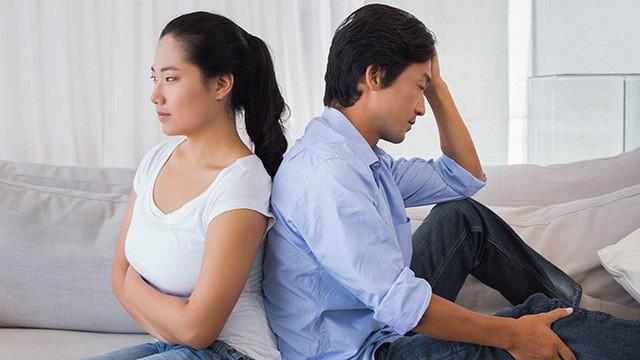 Chị lẻ loi trong cuộc hôn nhân của mình khi người chồng thích an phận, không có chí tiến thủ. Ảnh minh họa