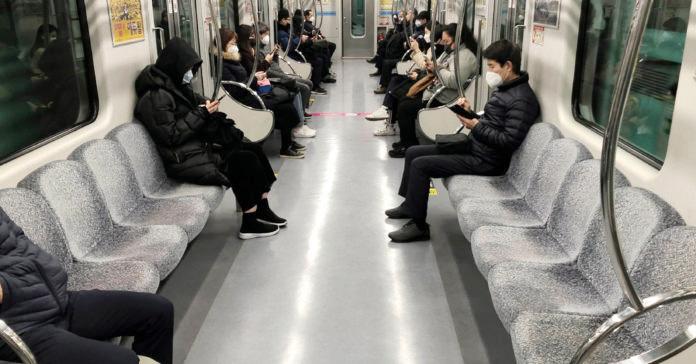 Nỗi sợ hãi dịch Covid-19 đang lan rộng ở Hàn Quốc