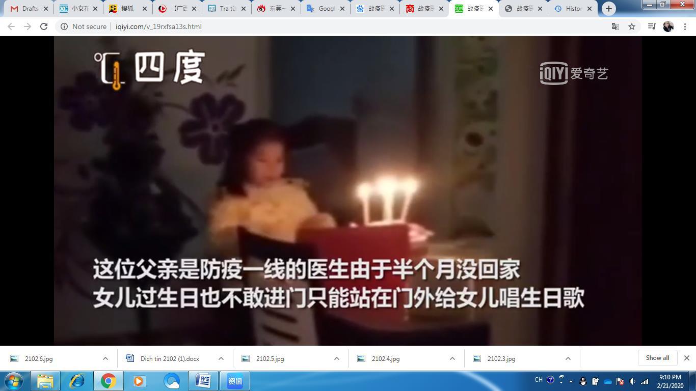 Cảm động rơi nước mắt trước hình ảnh ông bố bác sĩ đứng ngoài cửa hát mừng sinh nhật con gái - Ảnh 1.