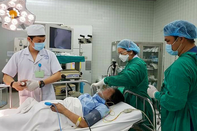 """""""Bàn tay vàng"""" của Bệnh viện Chợ Rẫy: """"Không có bằng khen nào quý hơn việc cứu được bệnh nhân"""" - Ảnh 2."""