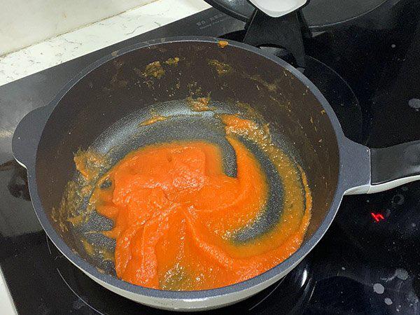 Tự tay làm sốt cà chua tươi nhanh trong nháy mắt, vừa rẻ vừa không lo hóa chất - Ảnh 5.