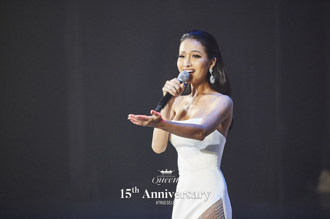 Hoa hậu chuyến giới quốc tế 2020: Hoài Sa đoạt giải Nhì Tài năng, nổi bật với áo dài  - Ảnh 1.