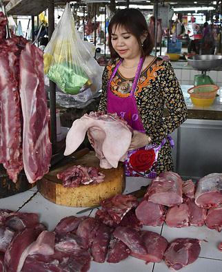 Thịt lợn giảm nhẹ tại chợ truyền thống, siêu thị khuyến mại nhiều loại thực phẩm - Ảnh 1.