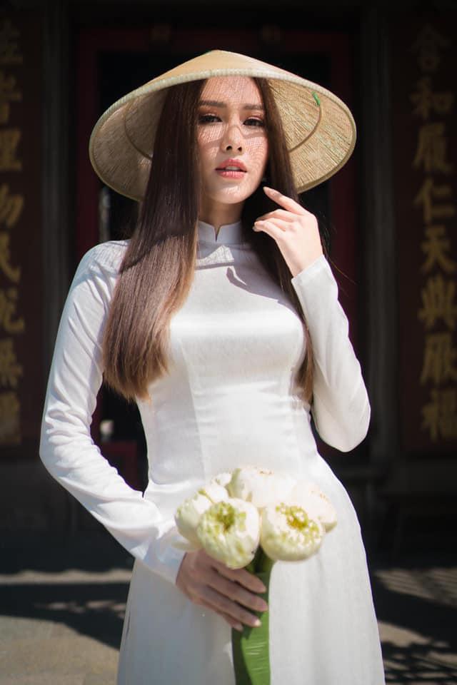 Hoa hậu Phan Thu Quyên tạo dáng cá tính cùng áo dài trắng - Ảnh 4.