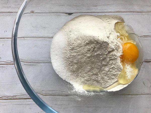 Bánh vòng cho bé ăn sáng thơm ngon bổ dưỡng - Ảnh 2.