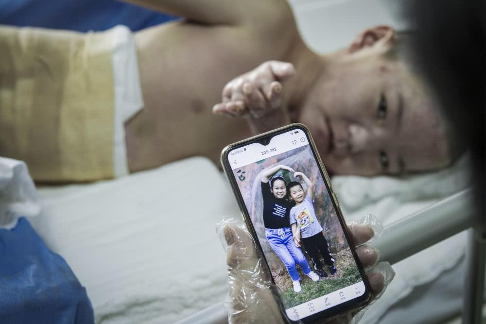 Chồng bỏ điều trị để nhường sự sống cho vợ và hai con sau vụ hỏa hoạn kinh hoàng - Ảnh 5.