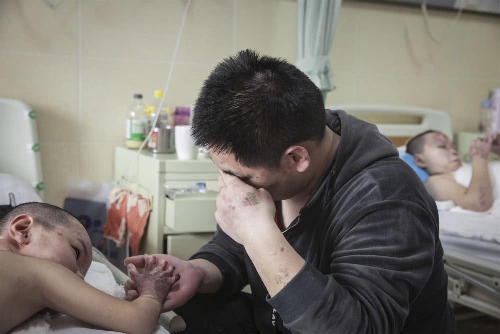 Chồng bỏ điều trị để nhường sự sống cho vợ và hai con sau vụ hỏa hoạn kinh hoàng - Ảnh 6.
