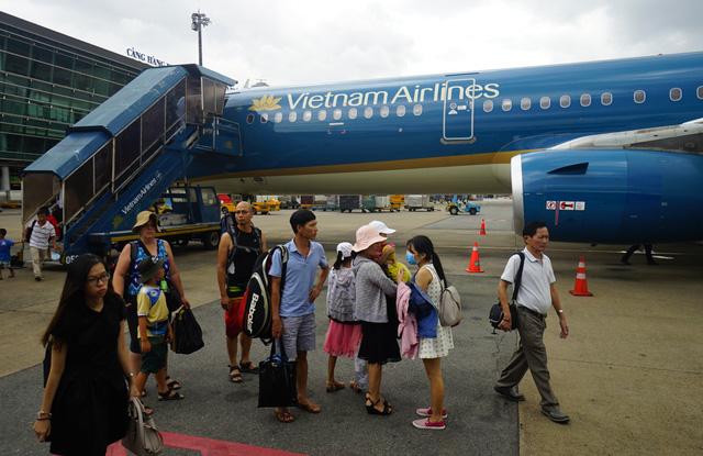 Dừng các đường bay giữa Việt Nam và Pháp, Malaysia để tránh Covid-19 từ đêm 17/3 - Ảnh 1.