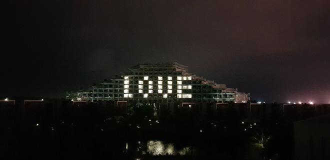 """17 tỉnh thành đồng loạt thắp sáng biểu tượng hình trái tim: Gửi yêu thương tới """"tiền tuyến"""" chống dịch Covid-19 trên các tòa nhà cao tầng  - Ảnh 2."""